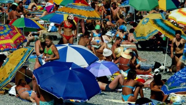 estate-le-regole-per-sopravvivere-ai-vicini-di-ombrellone-molesti