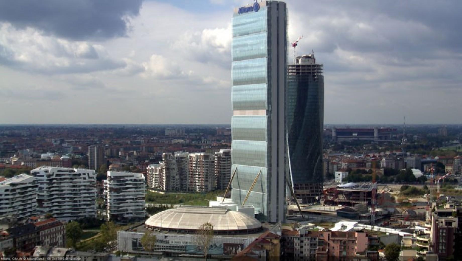 Scatoloni e 2800 carte d 39 imbarco la torre allianz for Prezzi city life milano
