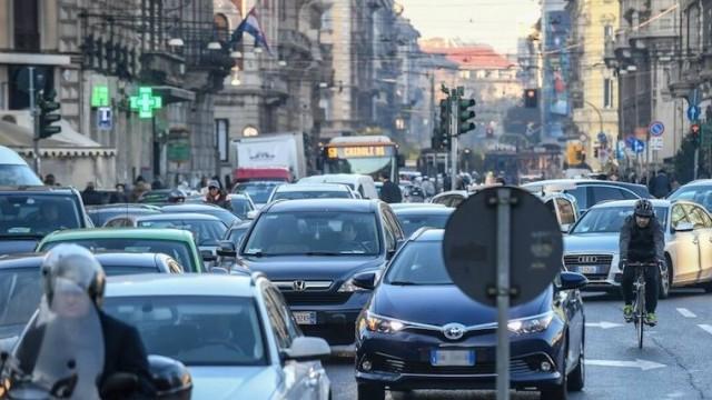 milano_traffico_auto_lapresse1280