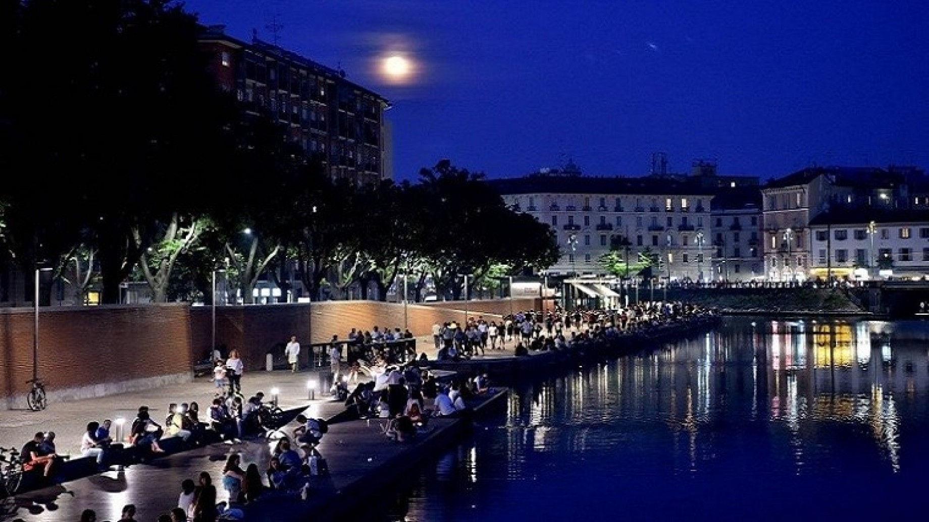 Movida in Darsena ecco i divieti
