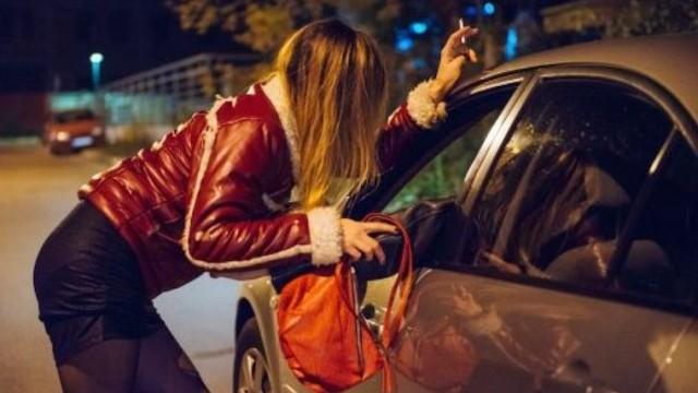 prostituta-auto-cliente-1200x798-1