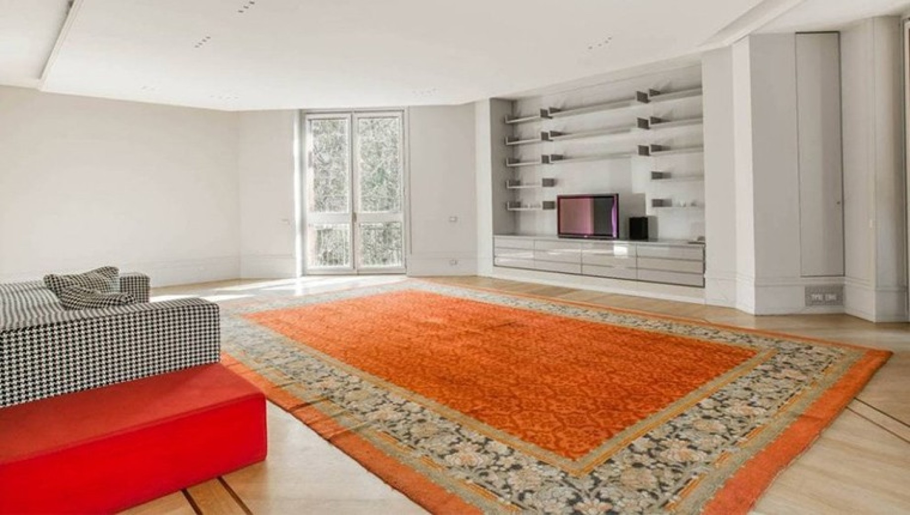 Aaa villa versace vendesi pieno centro a milano cifra da for Piani di casa di 5000 metri quadrati con seminterrato